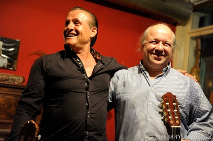 Gypsy guitarist Mike Reinhardt and Kai Heumann smile after the concert. © by Dirk Engeland